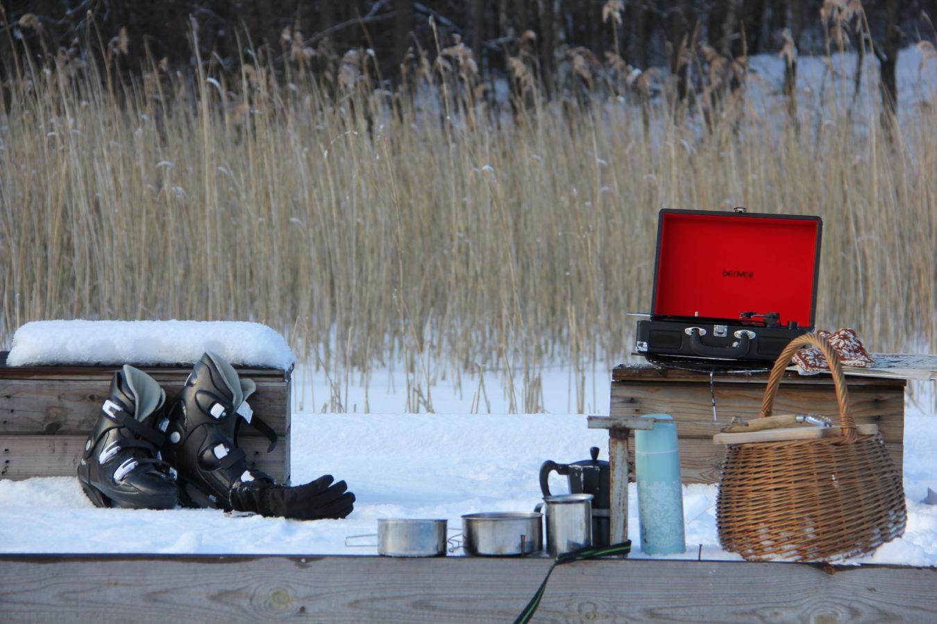 piknik zimą na jeziorze